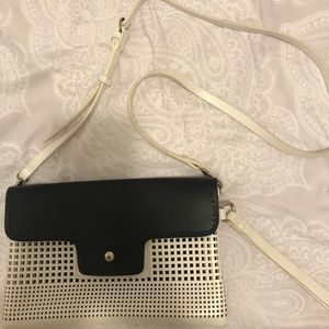 ZARA BASIC BLACK AND WHITE PURSE